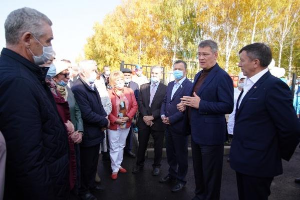 В ходе рабочей поездки Радий Хабиров попросил пенсионеров соблюдать масочный режим