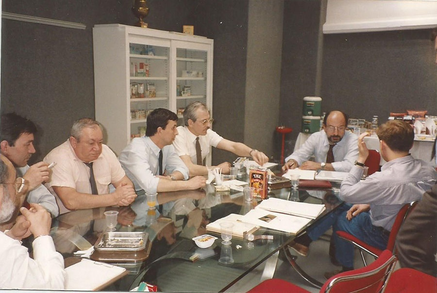 1993 год. Визит в Италию, в фирму «Пармалат». Алексей Капустин — третий справа. После этой поездки молоко «Пармалат» появилось в Петербурге, а затем и в других регионах России