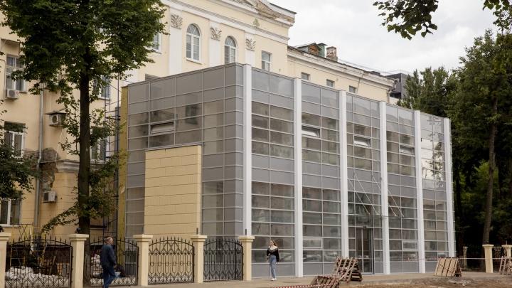 И это ещё не финал: в центре Ярославля депутат возводит пристройку к дому-сталинке