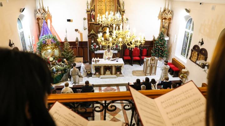 Вертеп, причастие и иностранцы: как католики Тюмени встретили Рождество