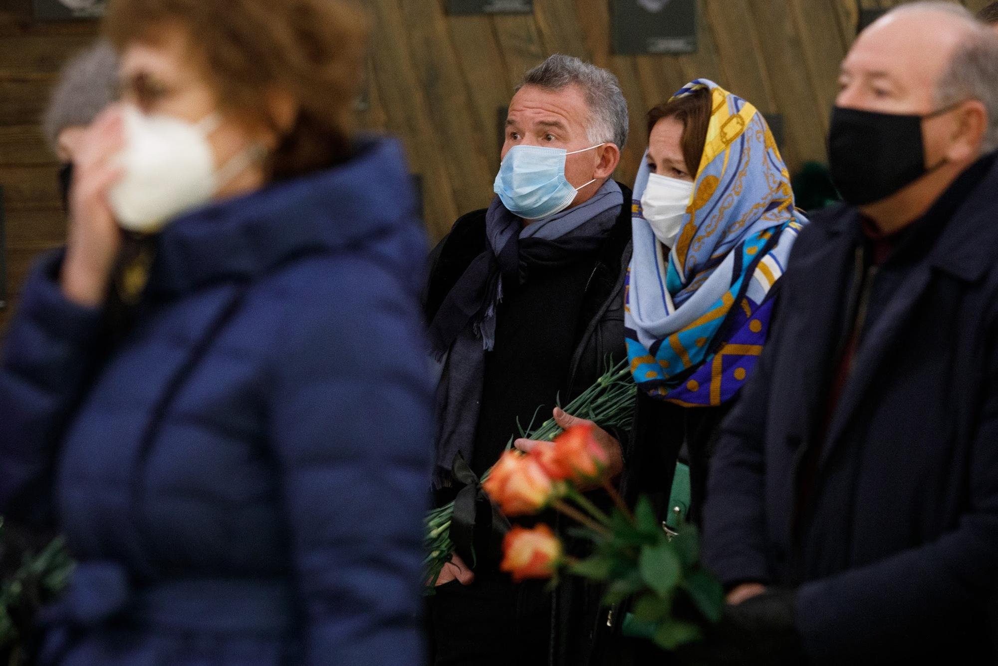 На прощание пришел и бывший вице-мэр Екатеринбурга Владимир Тунгусов, который после ухода из политики редко показывается на публике