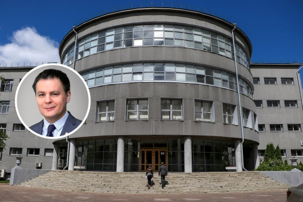 Виктор Владимирович проработал в мэрии пару лет
