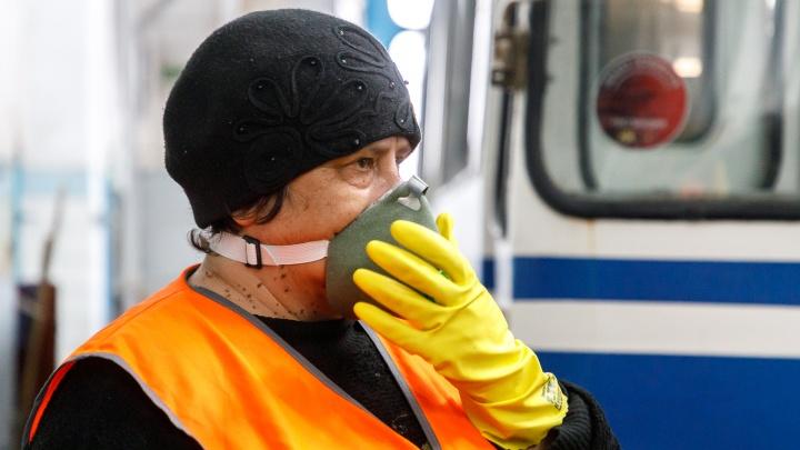 «Пот ручьем, дышать нечем, в кабине +60 °С»: в Волгограде водители гортранспорта требуют отмены ношения масок
