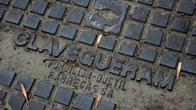 Портал в Барселону: в центре Новосибирска нашли старые люки из Испании. Как они сюда попали?
