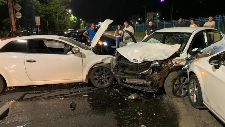 «Хотел проскочить между машинами»: в массовой аварии на Нансена погибла девушка