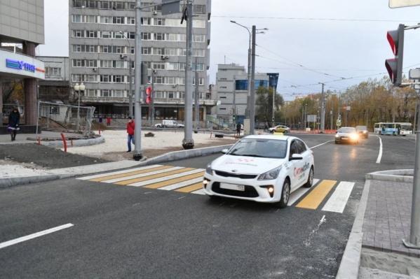 Пока улица Революции на перекрестке с Куйбышева выглядит вот так — ремонт продолжается