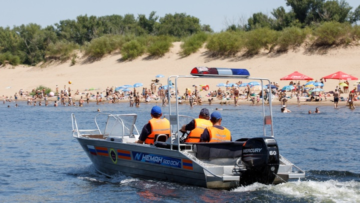 «Люди выбирают дикие места»: в Волгограде из-за половодья купальный сезон отложили на неопределенный срок