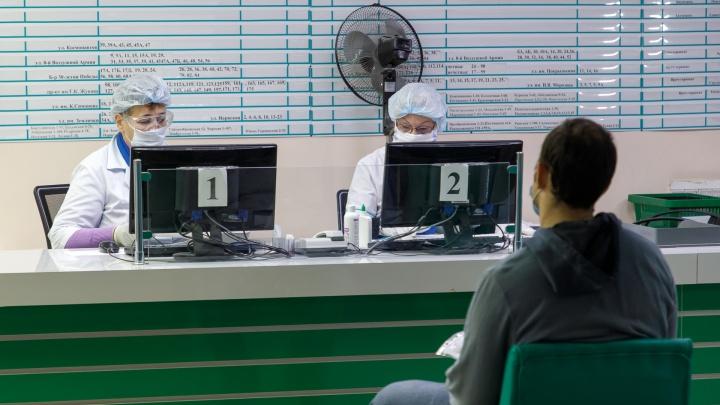 В Волгограде и области больше полутора тысяч медиков слегли с коронавирусом