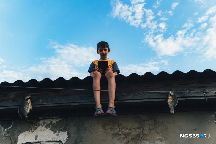 Вы позавидуете этим детям: фоторепортаж из деревни, которую обошел стороной интернет