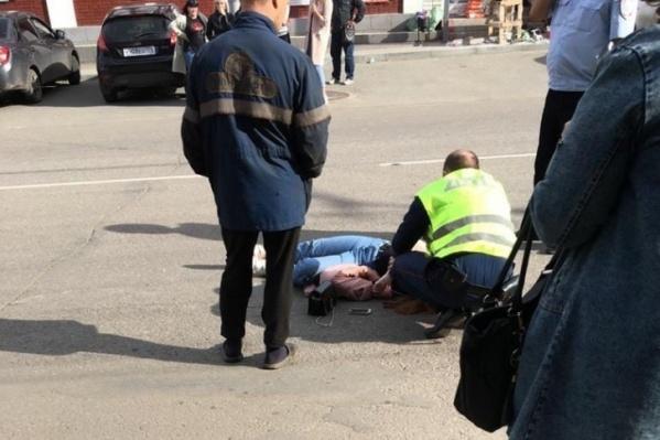Сотрудники ДПС сами оказывали помощь пострадавшей до приезда медиков