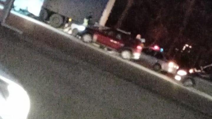На Гусинобродском шоссе 67-летний водитель ВАЗа врезался в стоящий КАМАЗ с полуприцепом