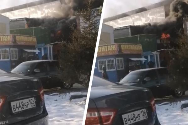 По информации пресс-службы областного МЧС, угрозы распространения огня нет