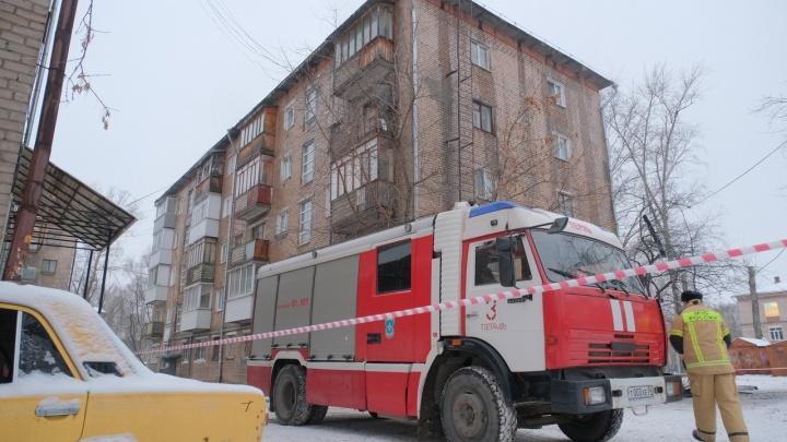 «Ребята быстро сработали»: пермяки рассказали, как спасались из дома с загоревшейся кровлей