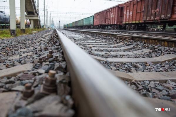 Мужчина попал под поезд и погиб