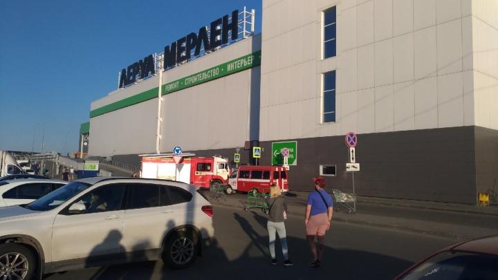 Посетителей крупного ТРК в Челябинске эвакуировали из-за пожара