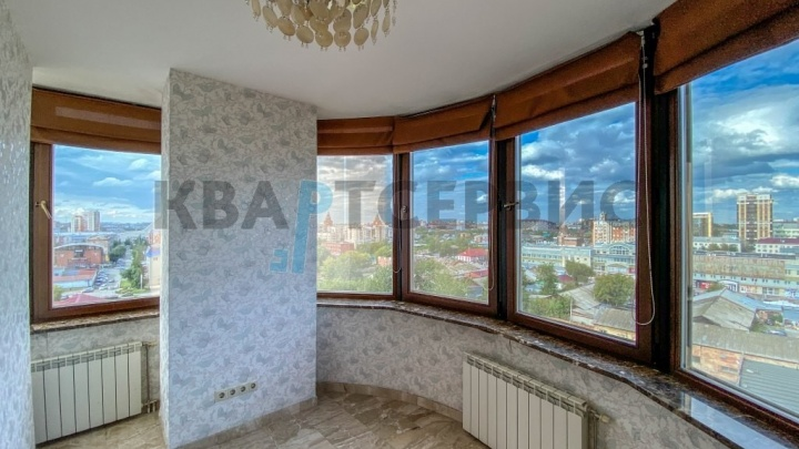 В Омске продают квартиру с панорамным видом на центр и кабинетом на лоджии