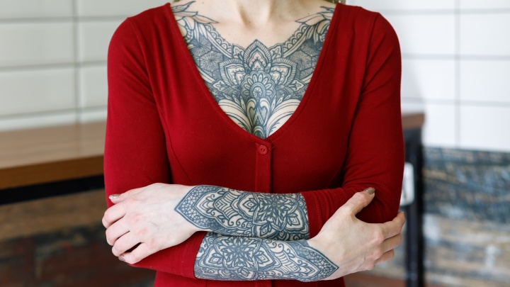 Увидел — целуй: 12 лучших татуировок на груди девушек Волгограда