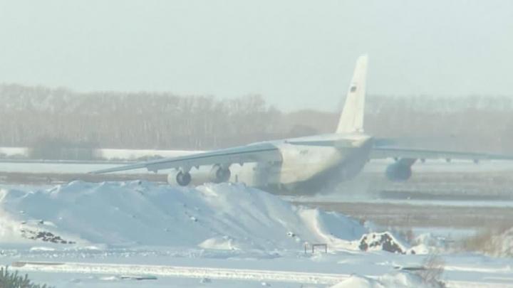 В Толмачёво самолет выкатился за пределы взлетной полосы