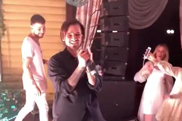 Известный российский певец отметил день рождения в Кемерово