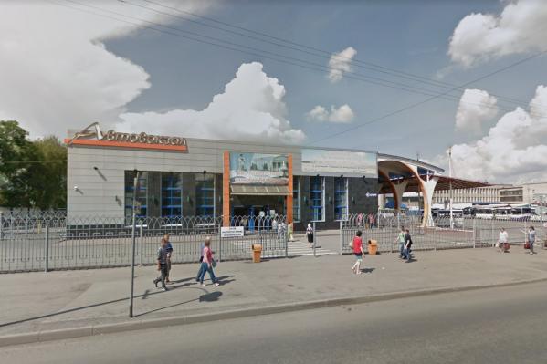 На автовокзале продавали билеты на междугородные рейсы без соблюдения социальной дистанции