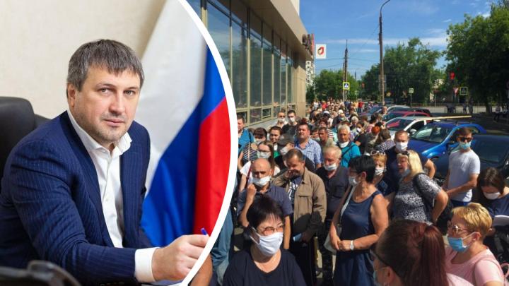 «Существует портал госуслуг»: мэр Дзержинска отреагировал на огромные очереди перед МФЦ