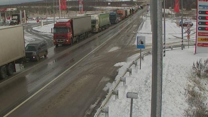 На М-5 в Челябинской области вывели экипажи ГИБДД, чтобы справиться с пробками после снегопада