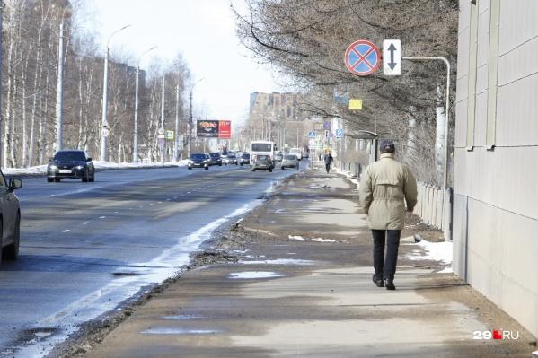 Пешеходов и автомобилей стало гораздо меньше