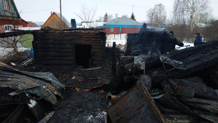 В Башкирии за одну ночь заживо сгорели двое мужчин и женщина