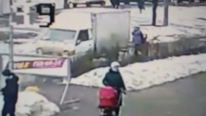 Дорожное видео недели: сбитая на тротуаре женщина, бешеный газелист и автоподставщик-рецидивист