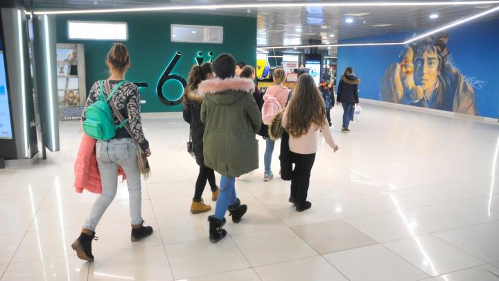 Запретят ли детям и подросткам ходить в ТЦ? Отвечает главный санитарный врач Свердловской области