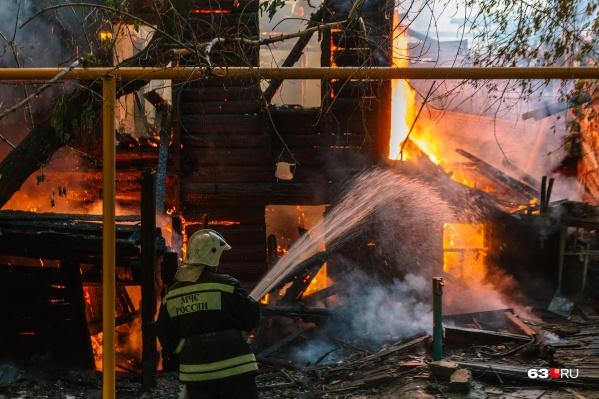 Борьба с огнем продолжалась около часа
