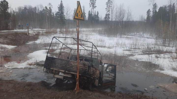 Машина слетела в кювет и загорелась: в аварии на тюменской трассе водитель получил ожоги и травмы