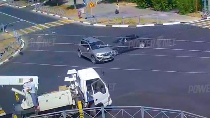 В Волжском в аварии пострадали женщина и девятилетняя девочка