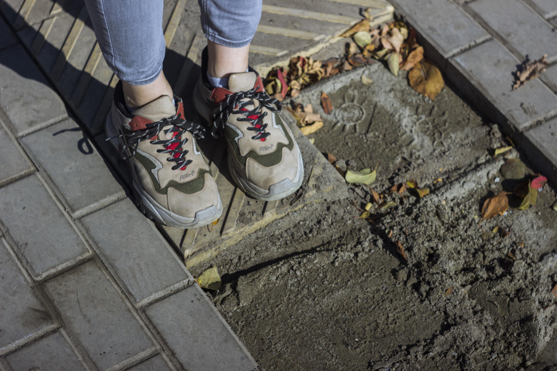 Но не все работы удалось закончить к сегодняшнему дню, на территории парка ещё не до конца уложено плиточное покрытие