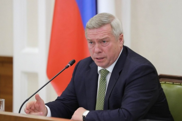 По словам Василия Голубева, 85% коек в ковидных больницах региона пока свободны