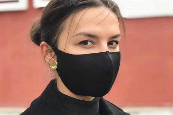 Сшитую из специальной ткани маску можно стирать и использовать снова