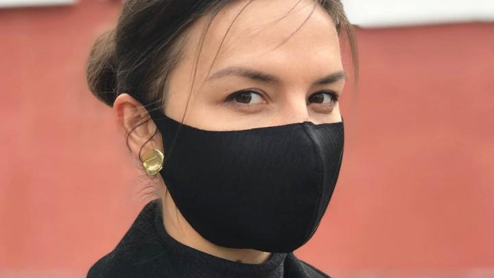 «Можно стирать, утюжить, обрабатывать антисептиком»: челябинка начала шить многоразовые маски
