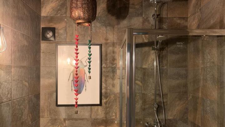 Жуки в туалете: как превратить маленький санузел в стильный лофт