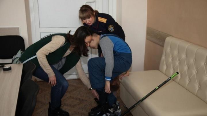 Мальчика, которого ставили коленями на гречку, собираются отдать на воспитание бабушке