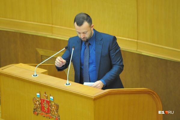 Алексей Коробейников решил добровольно уйти со всех постов в Законодательном собрании