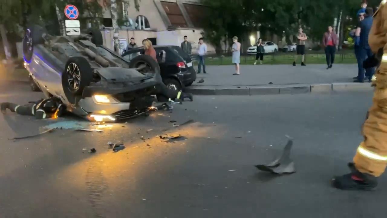 "Скриншот видео из группы&nbsp;<a href=""https://vk.com/wall-68471405_13473965"" target=""_blank"" class=""_"">«ДТП и ЧП | Санкт-Петербург»</a>"