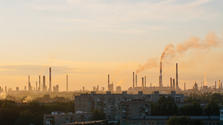 Губернатор: датчики на источниках выбросов в Омске заработают только через девять лет