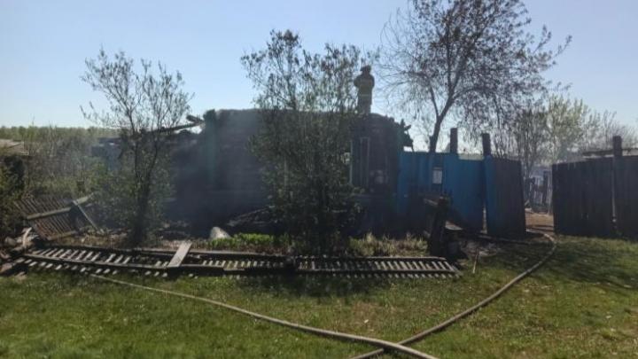 В Мишкинском районе у многодетной семьи сгорел дом