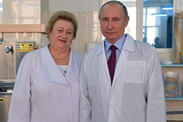 Владимир Путин и Лидия Ерошина на БКК во время визита на комбинат президента России 7 марта 2018 года