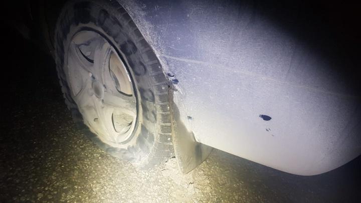 В Екатеринбурге полицейским пришлось стрелять по колесам Logan, чтобы остановить водителя без прав
