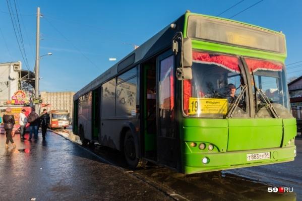 По выходным автобусы ходят реже