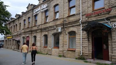 Вам налево. По соседству со скандальным спа-салоном на Кировке открывают новое заведение