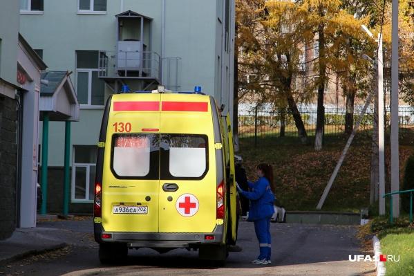 По словам Зарины, родственницу отказались класть в больницу, потому что там нет мест