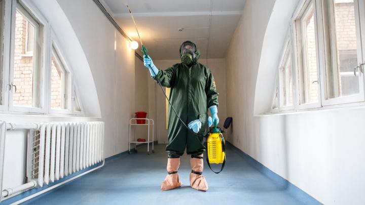 Пять сотрудников Сибирского научно-клинического центра заразились вирусом