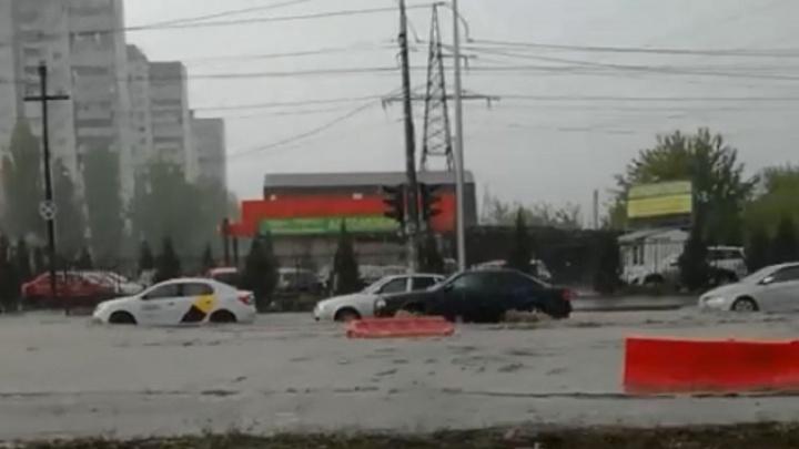 Дождь не заставил волгоградцев сидеть дома: в городе трёхбалльные пробки